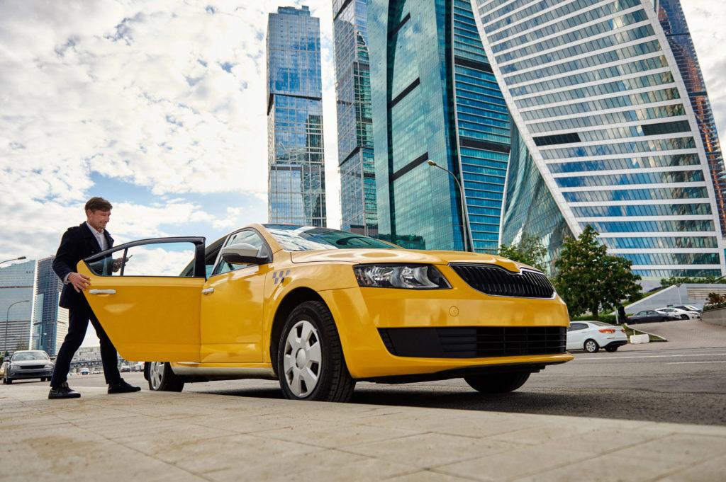 Устроиться на работу в Яндекс Такси